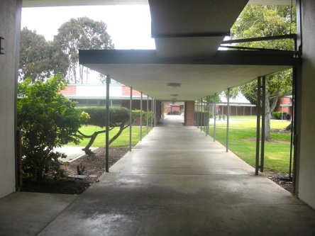 Walkway, Orange Coast College. Photo by b. lamprecht