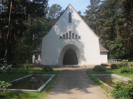 Luckenwalde Chapel with 2 pools